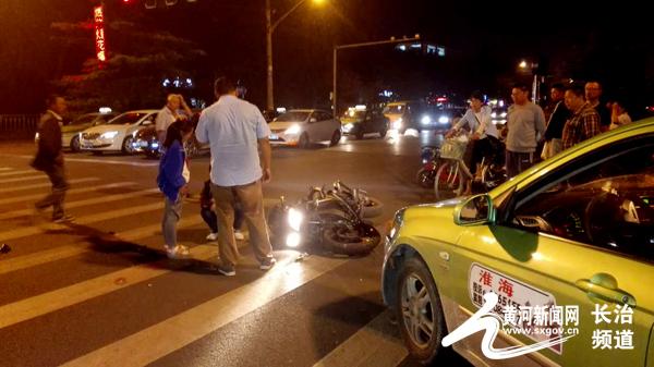 图为:车祸现场-长治拍客 晚上的车祸
