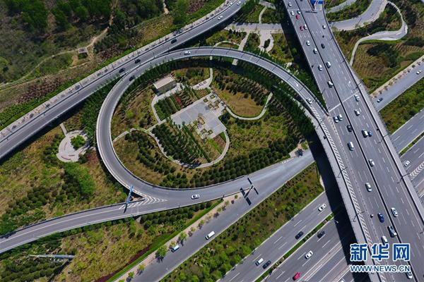 原市滨河东路和北中环街互通立交桥上行驶(4月27日摄)-空中俯瞰